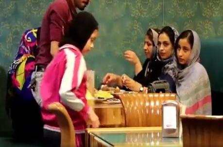 دوربین مخفی واکنش مردم ایران در قابل کودک گرسنه