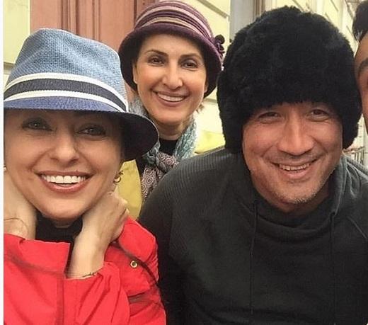 خداداد عزیزی در کنار دو بازیگر معروف سینما با پوششی عجیب!