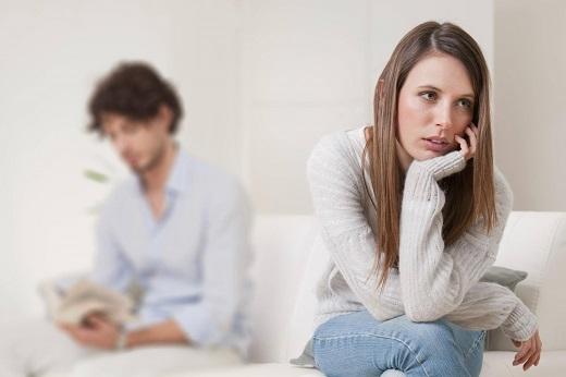 آشنایی با دلایل بدبینی به همسر