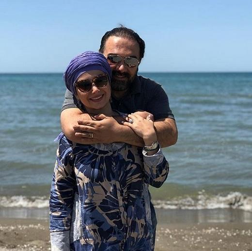 برزو ارجمند و همسرش پارمیس در کنار دریا