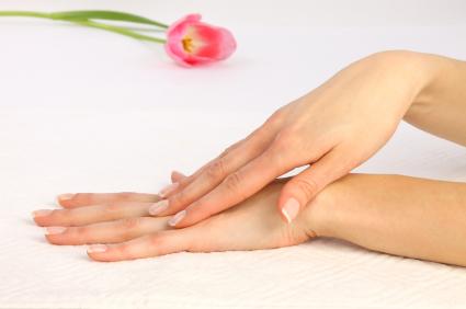 جوان سازی و شفافیت پوست دست