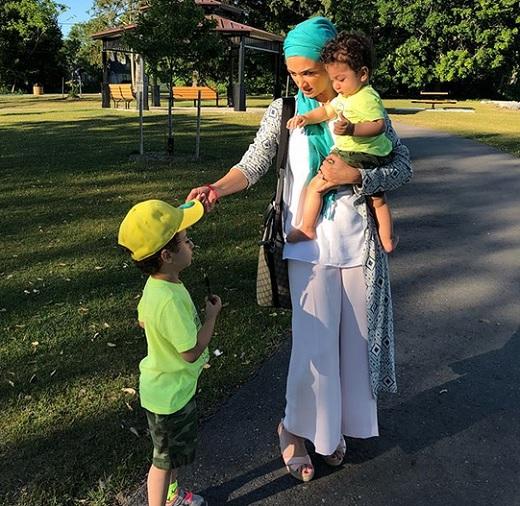 روناک یونسی و فرزندانش در انگلستان