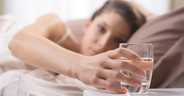 فواید نوشیدن آب ولرم