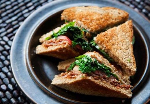 آموزش طرز تهیه ساندویچ ژامبون با شاهی