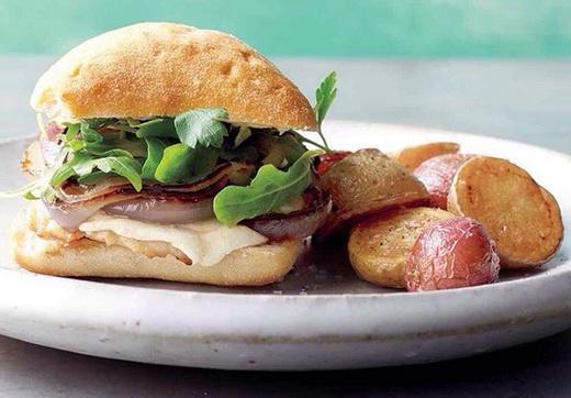 آموزش طرز تهیه ساندویچ مرغ با سیب زمینی کبابی