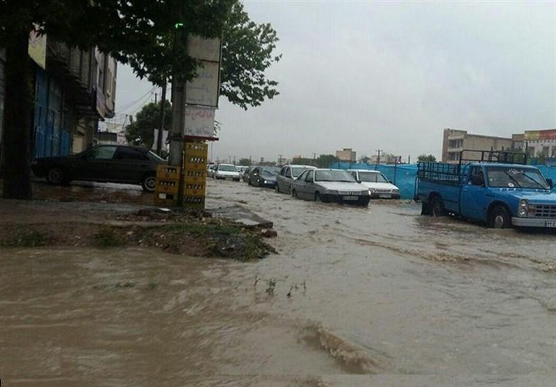 بارش باران در لرستان سبب سیلابی شدن معابر و مسیلها میشود